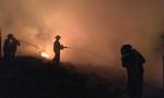 Gần 100 chiến sỹ PCCC gồng mình dập tắt 'biển lửa'