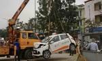 Taxi lao thẳng xuống hố công trình, tài xế trọng  thương
