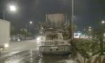 Tài xế bung cửa chạy khỏi container cháy rực trên quốc lộ