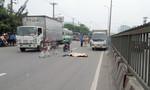 Người đàn ông lao vào đầu xe tải ở Sài Gòn, tử vong