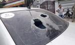 Người đàn ông hung hãn đánh tài xế, đập nát ô tô sau va quẹt