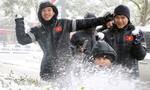 U23 Việt Nam tập trong nhà, U23 Uzbekistan tập bất chấp trời tuyết