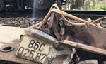 Xe tải đâm gãy barie lao vào tàu hỏa, tài xế bị thương nặng