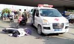 Tông xe cứu thương, hai thanh niên bị hất lên không trung