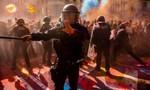 Cảnh sát Barcelona bị 'nhuộm màu' khi chống biểu tình