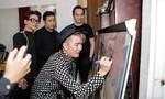 Đàm Vĩnh Hưng lên tiếng sau khi bị chỉ trích vì ký tên lên tranh