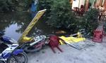Ô tô 'điên' lao vào đám tang khiến 8 người bị thương