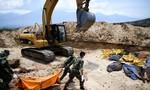 Loạt ảnh Indonesia chôn tập thể 1.300 người sau thảm họa kép