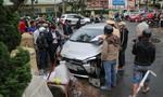 Ô tô tông hàng loạt xe máy và người đi bộ, 4 người bị thương nặng