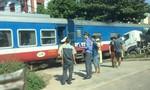 Lái tàu hỏa gãy chân sau cú tông ngang xe bồn