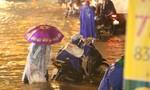 Người Sài Gòn thức trắng đêm vì ngập lụt