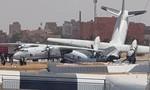 Vận tải cơ Sudan gãy đôi khi va chạm trên đường băng