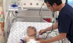 Hơn 5 giờ 'bắc cầu vượt' bằng mạch máu cứu bé trai ói ra máu liên tục