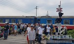 Chạy xe máy băng qua đường sắt, bị tàu tông tử vong