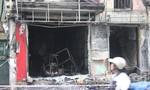 Cháy nhà cao tầng, ba mẹ con trèo sang mái nhà hàng xóm