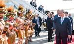 Thủ tướng đến Papua New Guinea tham dự Hội nghị APEC 26