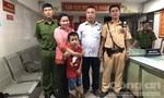 CSGT tìm cháu bé 7 tuổi đi lạc ở Sài Gòn khi xem CĐV mừng chiến thắng