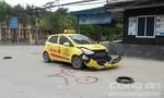 Taxi vỡ đầu sau cú va chạm với xe máy