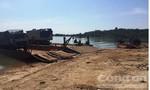 Bắt 3 chiếc phà chở 3 ô tô chứa đầy gỗ lậu trên sông Sê San