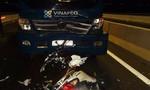 """Chạy ngược chiều trên cầu, hai cô gái tử vong vì """"đối đầu"""" xe tải"""