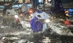 TP.HCM chiều nay mưa rất to, khả năng xảy ra dông, lốc xoáy
