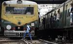 Lo thất nghiệp khi ra trường, 4 thanh niên Ấn Độ lao vào tàu hoả tự tử