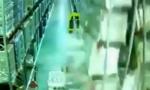 Clip toàn bộ kho hàng khổng lồ đổ sập vì 'hiệu ứng domino'