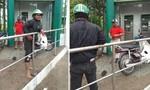 Tung ớt bột vào mặt để cướp tiền trước trụ ATM ở Sài Gòn
