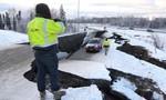 """Bang Alaska, Mỹ """"tơi bời"""" sau trận động đất mạnh 7 độ richter"""