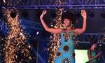 Clip tân hoa hậu châu Phi cháy tóc trong lễ đăng quang