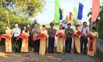 Khánh thành 2 cầu nông thôn và trao quà Tết  ở Trà Vinh, Bến Tre