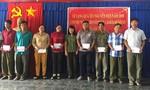 Báo Công an TP.HCM trao quà Tết cho người dân Long An và Tây Ninh
