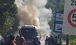 Cháy rụi ôtô khách, 29 người nước ngoài hoảng hồn