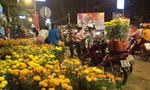 Người Biên Hòa đi 'hốt hoa' giờ chót