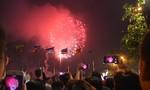 Pháo hoa rợp trời Sài Gòn mừng năm mới