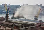 Tàu chiến Nga thuộc Hạm đội Thái Bình Dương bốc cháy