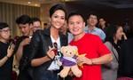 Hoa hậu H'hen Niê giao lưu cùng U23 Việt Nam