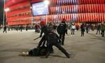 Một cảnh sát thiệt mạng khi ngăn bạo loạn tại Europa League