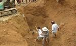 Sập đất khi đào móng làm nhà, 3 người thương vong