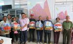 Báo Công an TP.HCM trao quà Tết cho người nghèo quận 6 và quận 11