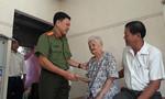 Báo CATP thăm hỏi, tặng quà Tết các mẹ Việt Nam Anh hùng