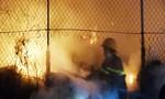 Cháy dữ dội từ việc chất rơm khô dưới nhà 2 tầng