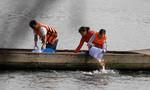 Sợ cá chép bị chích điện, người Sài Gòn thuê tàu ra giữa sông tiễn ông Táo