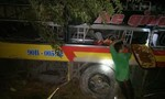 Hiện trường xe khách chở 20 người rơi xuống vực sâu 70m