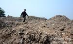 """Cả ngàn m3 nghi rác thải đội lốt đất mùn hữu cơ """"treo"""" trên đầu khu dân cư"""