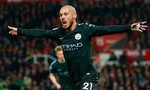 David Silva lập cú đúp, Manchester City rất gần chức vô địch