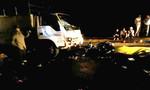Xe máy tông trực diện xe tải, 2 bác sĩ thương vong