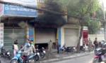 Cảnh sát phá cửa sắt cứu 3 người kẹt trong đám cháy ở Sài Gòn