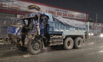 Xe tải chạy ngược chiều tông xe ben, tài xế gãy 2 chân