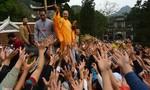 Hàng loạt cán bộ bị kỷ luật vì lễ chùa, đền giờ hành chính